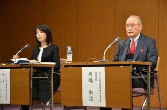 東京MXには「重大な放送倫理違反があった」とする意見を公表したBPO放送倫理検証委員会の川端委員長(右)=14日、東京都千代田区・千代田放送会館
