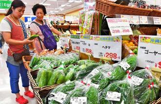 猛暑や少雨の影響で高値が続く県産野菜=1日、那覇市・サンエー那覇メインプレイス