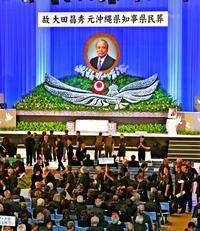 大田昌秀さんと最後の別れ 県民葬に2千人 首相や知事、遺影に誓い