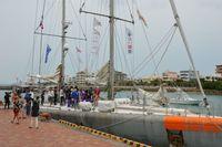 フランスの科学探査船、沖縄に寄港 一般向け乗船体験も開催