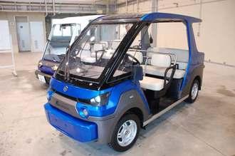 県内で製造を始める4人乗りの電気自動車「YG―M」=17日、うるま市・ものづくりネットワーク沖縄