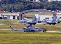 同型ヘリ2機 嘉手納に飛来/弾薬積み込みか