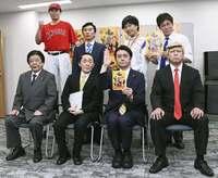 「東京新聞の望月記者がいないから、やりやすい」 コント集団・ニュースペーパー
