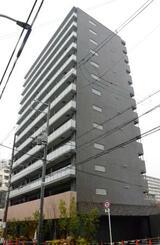 大阪メトロが売却した大阪市浪速区のマンション=22日午後
