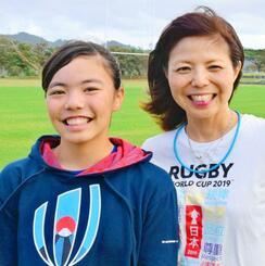 「皆さんに感謝したい」と話す伊礼門千珠さん(左)と母の愛奈さん=22日、名護市・21世紀の森ラグビー場