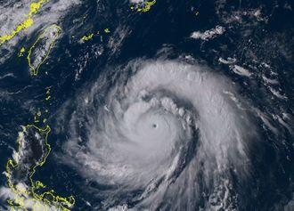 台風14号(9月12日15時50分、ひまわり8号リアルタイムwebから)