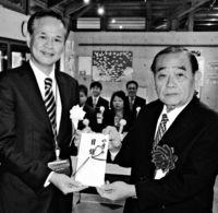 石垣の環境団体「夏花」に寄付金/ゆうちょ銀 活動に賛同