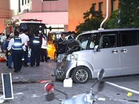 69歳運転の車が2人はねる 那覇市で1人意識不明 ガス漏れ?一時通行止め