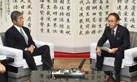 デニー知事と岩屋防衛相、沖縄県庁で会談 辺野古新基地めぐり平行線
