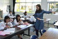 中学・高校で第2外国語授業 沖縄の「観光のまち」で広がる動きと狙い