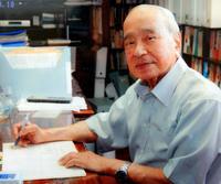 故大田昌秀さんの直筆原稿・愛用の文具 12日から県博で展示