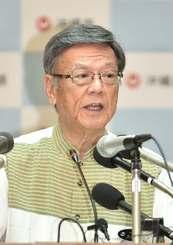 辺野古埋め立て工事差し止め訴訟の提起を表明する翁長雄志知事 =7日、県庁