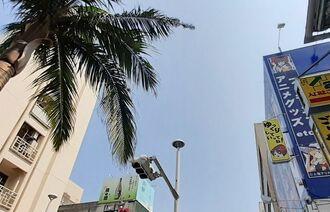 那覇市の国際通り上空=9日正午ごろ
