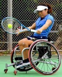 車いすテニス世界一プレーヤー 上地、那覇合宿で汗