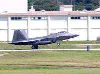 F22ステルス戦闘機4機、嘉手納に飛来