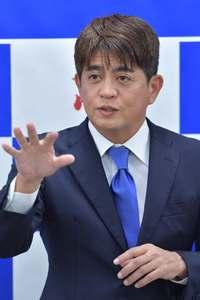 沖縄県知事選:安里氏、なぜこのタイミングで出馬表明? 最終判断は不透明