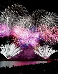 花火見たい!台湾から来場客、3年で50倍に 「日本一早い花火大会」成功の鍵は?