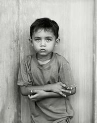 展示されている肖像写真の一人、レイン・カール君