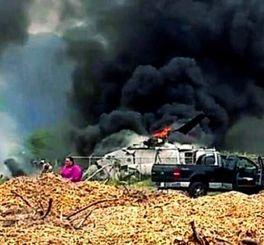 米ハワイ州オアフ島で、着陸に失敗して炎上するオスプレイ=17日(テレビ番組「ハワイ・ニュース・ナウ」提供)