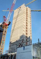 建設が進むEMAの新庁舎=19日、アムステルダム(共同)