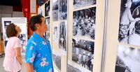 写真で見る故郷に「懐かしくて胸がいっぱい」 沖縄市で1935沖縄展始まる