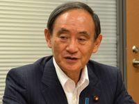 沖縄市長選2018:桑江氏再選に菅官房長官「心強い」