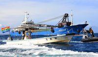 命の危険訴え 運搬船へ抗議/新基地建設反対の市民ら