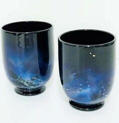出品されている現代の名工、末吉清一さんの作品「銀河」(ぎんが)台付グラス2点セット