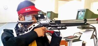 10メートルS60JMで優勝した興南高の田港広大=広島県筒賀ライフル射撃場(提供)