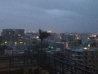本島の各地で大雨洪水警報、雷注意報が発表された