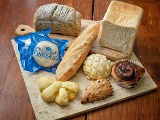 非接触で販売する人気のパン9品セット(提供)