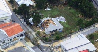 暴風で屋根が吹き飛んだとみられる与那国島北部の民家(沖縄総合事務局提供)