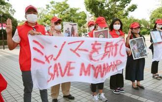 在日ミャンマー人らが行ったミャンマー国軍への抗議活動=11日午後、大阪市