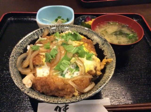 カツ丼780円です