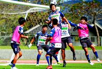 FC琉球 アウェー2連戦/あす 5位の鳥取と