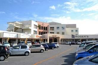スターシアターズが新たなミニシアター「シネマプラザハウス 1954」をオープンさせるプラザハウスショッピングセンター=5日、沖縄市久保田
