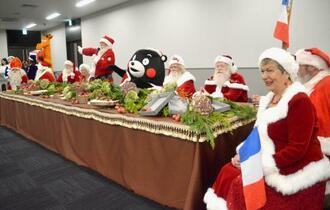 熊本市で開かれた「サンタクロース国際会議」=19日