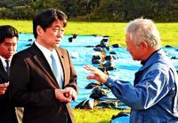 「心配をお掛けした」 防衛相、牧草地所有者に謝罪 沖縄東村の米軍ヘリ炎上事故
