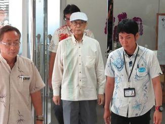 副知事との協議を終えた沖縄県の翁長知事=25日、県庁