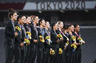 金メダルを獲得したニュージーランド=味の素スタジアム