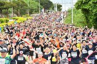 ランナー全員で「Y・M・C・A ♪」 NAHAマラソン写真1万5000枚を公開中