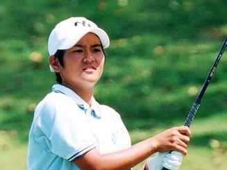 <県内トップアマ>タイムス杯沖縄選手権レディスの部3連覇を達成。県内トップアマの地位を不動のものにした=2000年9月4日、パームヒルズリゾートC