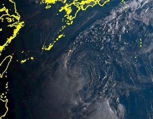 ひまわり8号リアルタイムwebがとらえた10日午前6時20分現在の台風14号