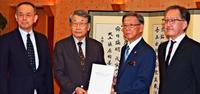 沖縄鉄軌道:識者は「北谷経由案」を推奨 翁長知事「しっかりやる」