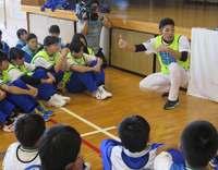中日・又吉克樹投手が「先生」に 地元沖縄の中学校で伝えたこと