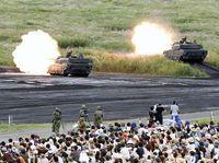 自衛隊、離島奪還をテーマに実弾訓練 「富士総合火力演習」公開
