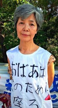 機動隊員よ、君のためにも座る 大阪の沖縄出身女性