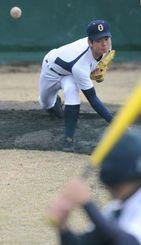 左打者を想定した投球練習をする沖尚の山城大智