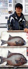 那覇一文字で46・3センチ、2・16キロのガラサーミーバイを釣った國仲秀信さん=21日