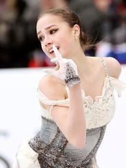 女子SPで演技するアリーナ・ザギトワ=ミンスク(タス=共同)